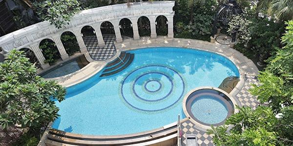 戶外游泳池